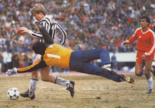 8th December 1985, Tokyo, Intercontinental Cup, Juventus beat Argentinos Juniors 6-4 on penalties, Michael Laudrup of Juventus beats Argentinos Juniors' goalkeeper Enrique Vidalle to score the 2nd goal