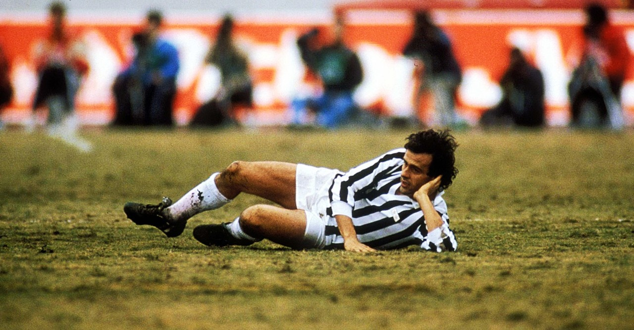 Platini found the back of the net with a brilliant move, lifting the ball over a defender with his right foot, then firing home with his left, but the referee disallowed it because another Juventus player, Serena was offside. In the picture Platini's reaction after the disallowed goal.