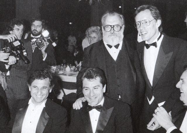 Foto di gruppo alla cena per C'era una volta in America: Sergio Leone, James Woods, Joe Pesci, Robert De Niro, Danny Aiello