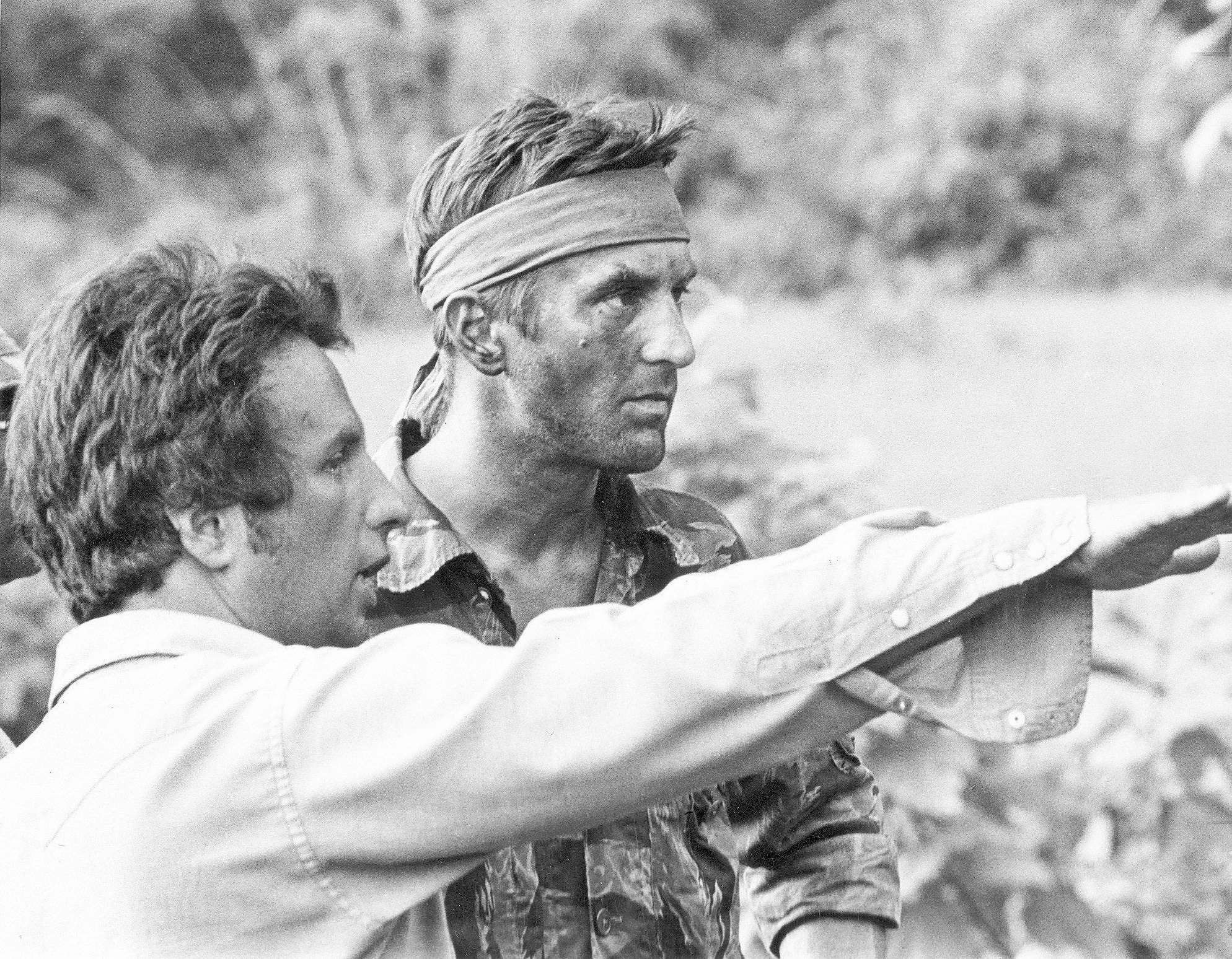 The Deer Hunter - Michael Cimino on the set with Robert De Niro