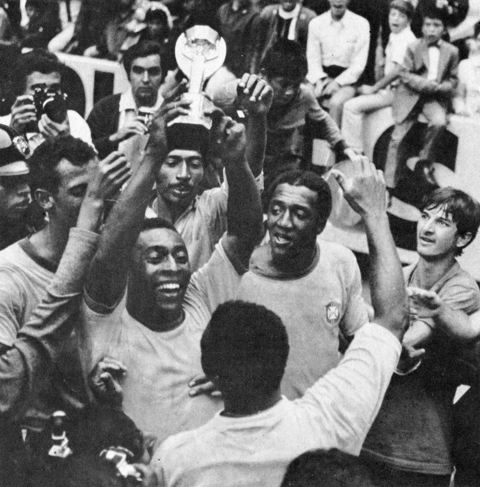 Football Fifa Mexico 1970 World Cup Final Brazil vs Italy 4-1 Pelè celebrates with the cup