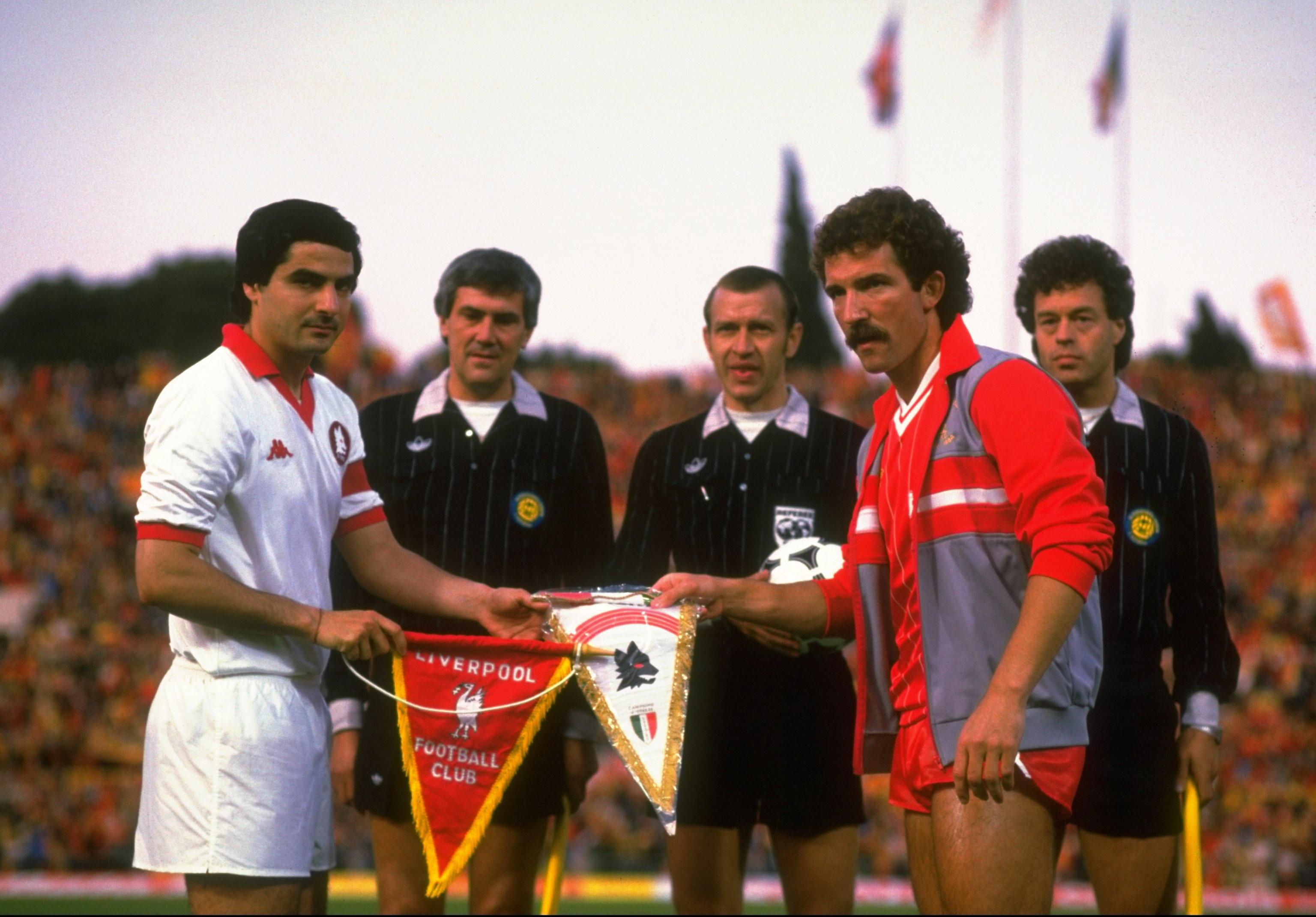 Coppa dei Campioni 1984, Liverpool-Roma - I capitani Di Bartolomei e Souness prima del match all'Olimpico