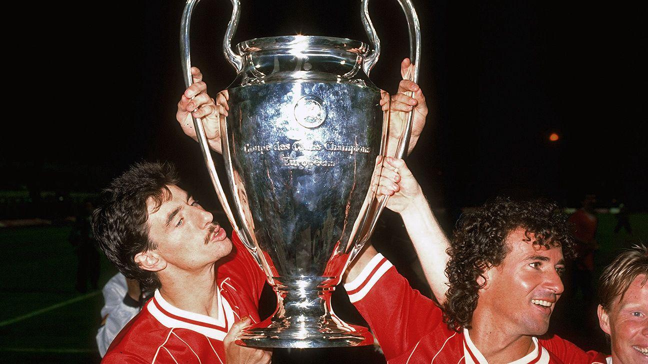 Coppa dei Campioni 1984, Liverpool-Roma, Ian Rush, Craig Johnson and Sammy Lee celebrano con la Coppa dei campioni