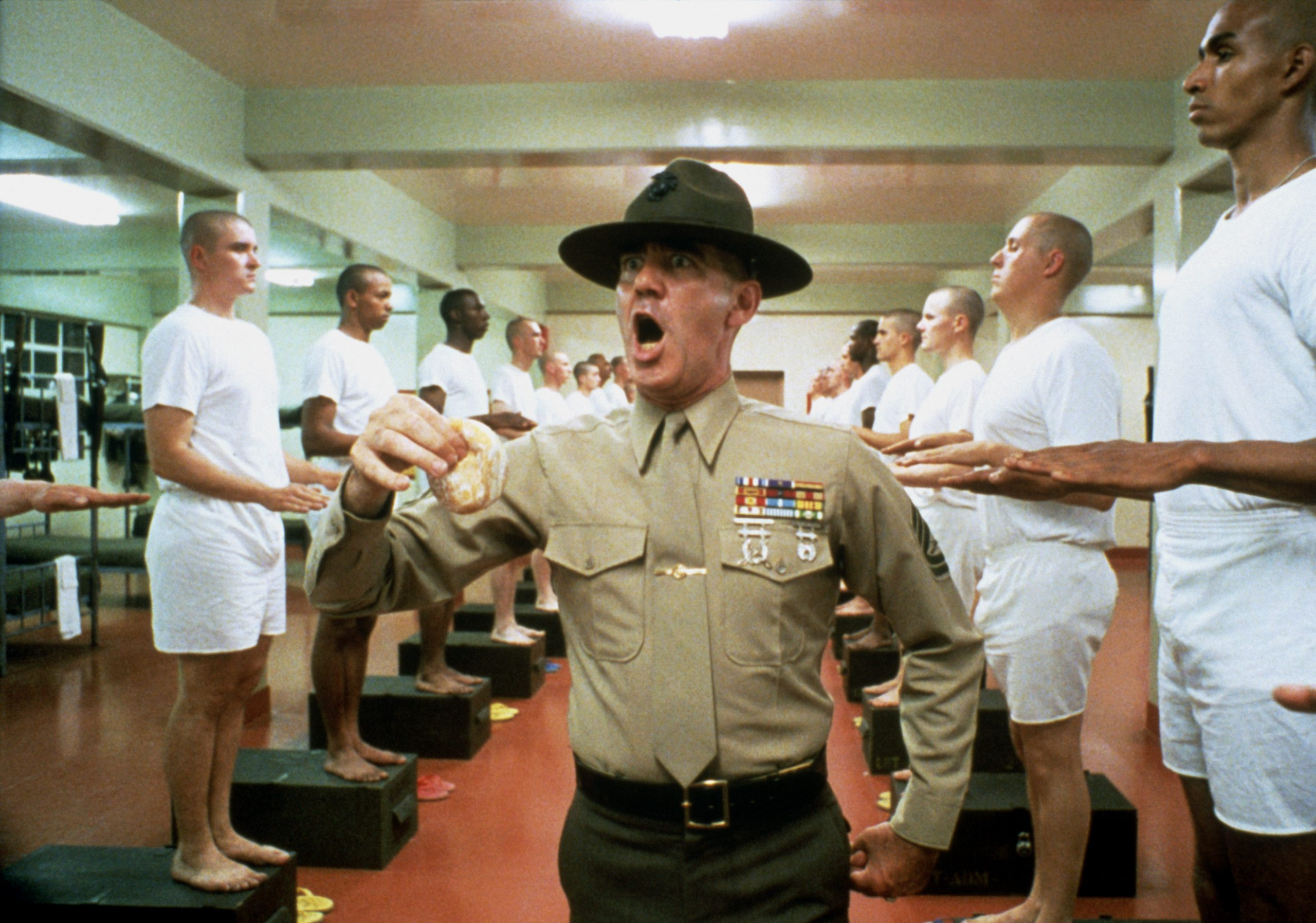 Gny. Stg. Hartman (Lee Ermey) harangues platoon members in the barracks