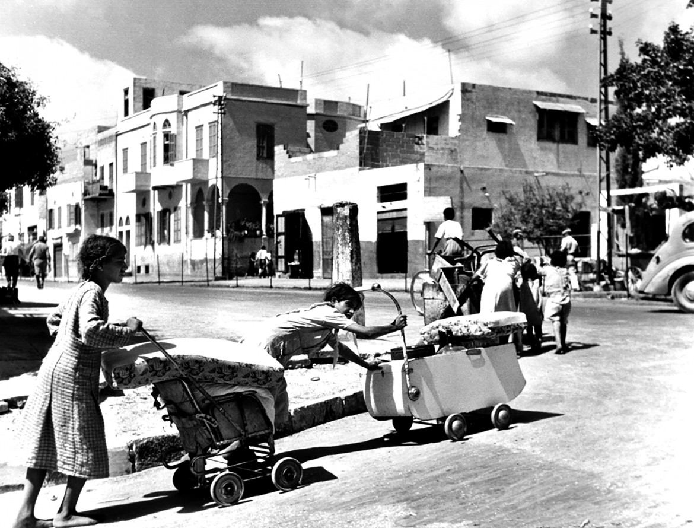 Palestinian families fleeing Jaffa © Unrwa